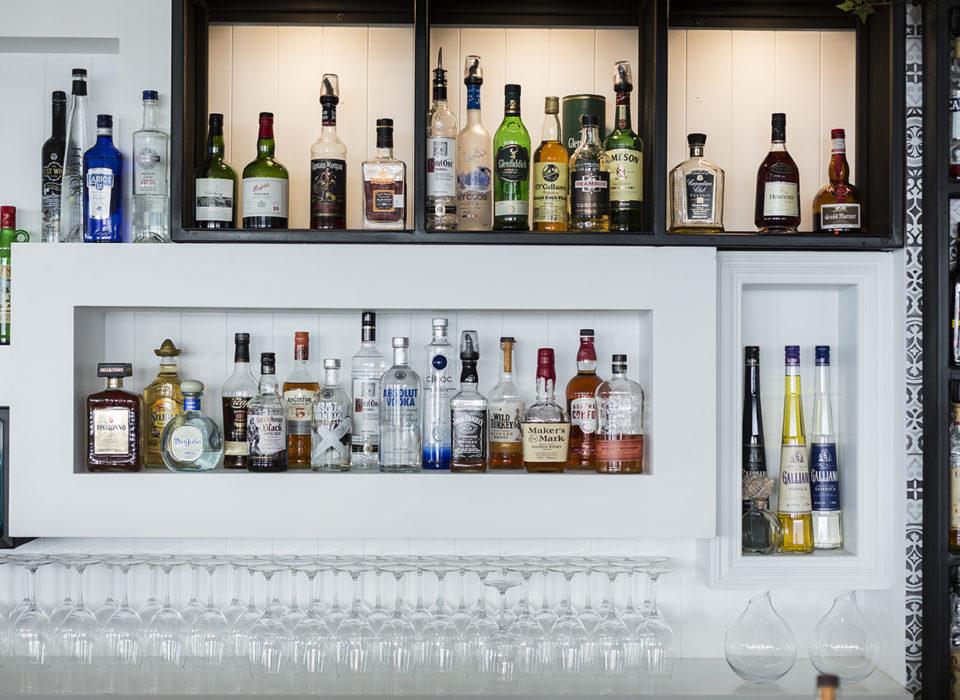 Hemingways Bar Airlie Beach
